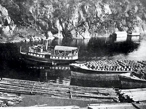 Gjødsel i tønner: I årene 1905 til 1918 ble all gjødsel, Norgesalpeter og annet, fra Notodden og siden også fra Rjukan, sendt på lektere på Telemarkskanalen for videre utskiping fra Menstad. (Foto: Hydro/NIA).