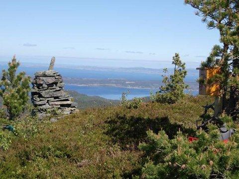 Fjell på Ertsvågsøya i Aure