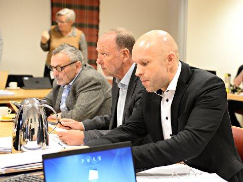 Ny finansieringsmodell kan gi Helse Møre og Romsdal minst 200 millioner mer. Det kommer fram i et notat som nylig ble lagt fram for styret ved St. Olavs Hospital. Her adm. dir Øyvind Bakke (til høyre), sammen med nestleder i styret, Lodve Solholm (fra venstre) og styreleder Ingve Theodorsen.