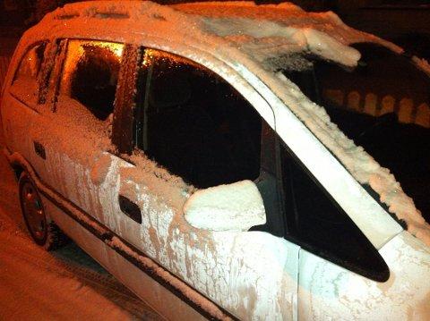 Det er mange som lar  bilen gå på tomgang for å slippe isskraping om morgenen. Det kan koste deg dyrt.