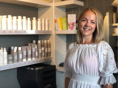 FRISØR: Bettina Tragethon Breie har alltid visst at hun ville bli frisør. – Jeg er veldig glad i å jobbe med mennesker, og selvfølgelig å ordne hår, sier Breie.