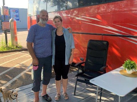 KONGEN OG DRONNINGEN: Ingen kunne skilte med noe i nærheten av hva Odd-Harald og Tine Olsen kom kjørende i.