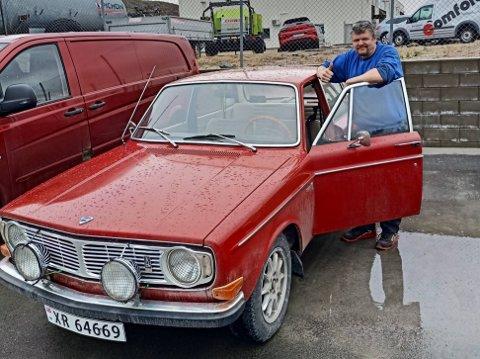 KLENODIUM: Svein Are Øiangen selger denne sjeldne utgaven av en Volvo 144. – Den nostalgiske verdien er stor, mener han.