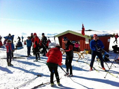 Stor Utfart: Ved påsketider er Valtjednstølen ein populær møteplass. Men, med mykje folk i fjellet, kan det òg kome skader, då er det godt å ha eit Røde Kors hjelpekorps i nærleiken.