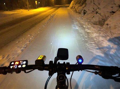 SNØINGENHINDRING:Sykkel med piggdekk fungerte godt i dag, skriver sykkelpendler John Bratteli som kommentar til dette bildet.
