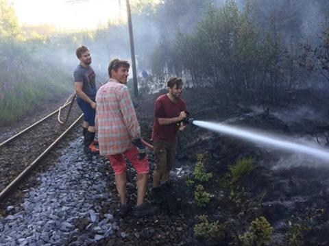 FRIVILLIGE: De frivillige gjorde en uvurderlig innsats da det brant langs Gjøvikbanen.