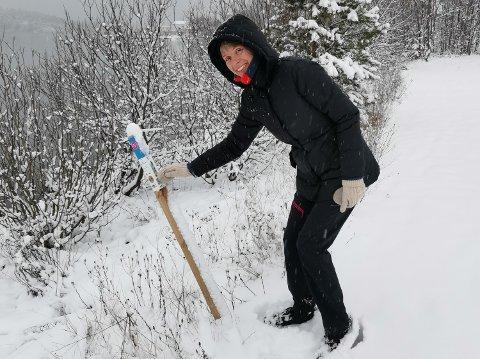 Wenche Wold (56) er stolpejakt-entusiast, og ser frem til å kunne besøke stolpene som nå er satt ut i Vestby kommune. Her fra en tidligere tur.