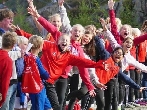 JUblet:  Hva er vel fotballkamper uten publikum?  Elevene fra de forskjellige skolene sørget for topp stemning under årets skolecup.
