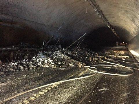 ERFARINGER RIKERE: Den endelige rapporten etter brannen i Oslofjordtunnelen 5. mai far Statens vegvesen er endelig klar. Per nå er det estimert at byggestart for nytt tunnelløp vil starte to år etter at endelig beslutning er fattet. Foto: Helge Kjøniksen