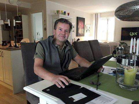 – Jeg overlever, sier Petter Stubberud på arbeidsplassen hjemme på Sogsti. For ti år siden fikk han påvist MS. For to år siden ble han påkjørt og da ble det oppdaget at han hadde lymfekreft. Da koronaen kom til landet forsvant kundegrunnlaget,  og omtrent samtidig med siste strålebehandling måtte firmaet hans slås konkurs.