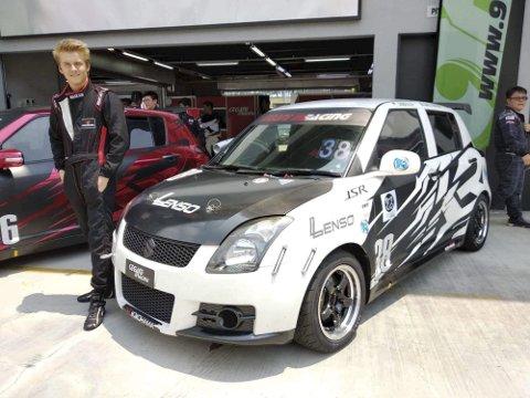 PÅ pallen:  Daniel Størkersen kjørte inn til pallplass i Malaysia. Foto: Privat
