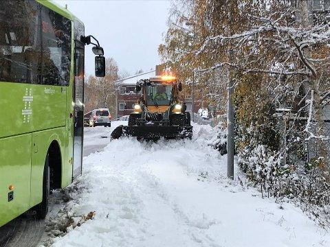 Vinterens første snøfall kom på morgenkvisten 27.november. Det smeltet bort samme dag. Torsdag er det varslet samme værtype i Follo.