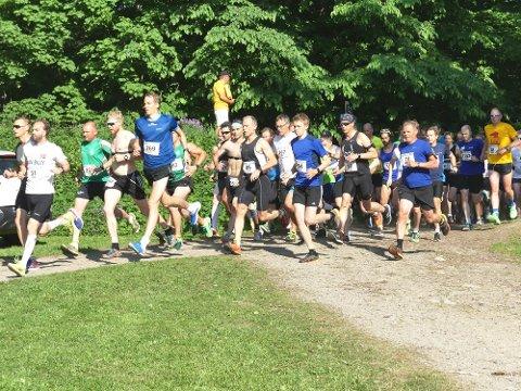 Denne gjengen hadde dårlig tid da de skulle ut på de 6.3 kilometerne i Seiersten-marka i 32 graders varme.