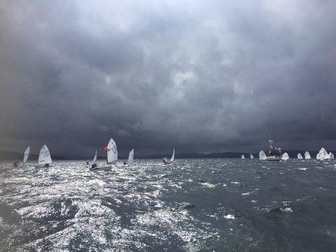 Disse seilerne måtte tilbake på land da stormen herjet i Oslofjorden andre helgen i august.