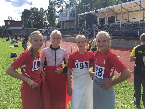 Emily, Anniken, Ragnhild og Elena holder kroppen varm mellom lengdehoppene