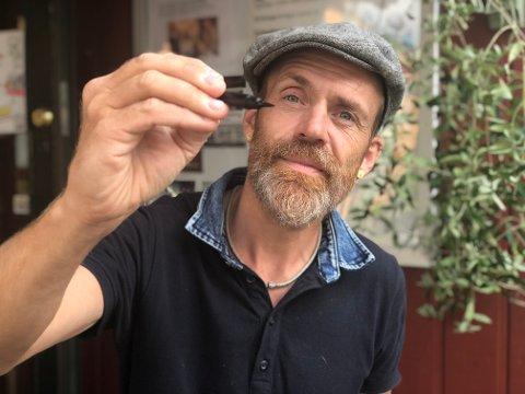 Prikken over i'en: - Å gå inn i en boble når man løper eller tegner, er den ultimate følelsen, sier Lars Aurtande.