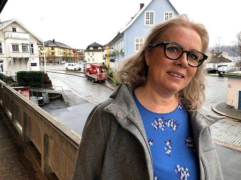 - Vi må gjøre våre egne ting, og ingen ting slår Drøbak som juleby. Vi kan også tilby  en hyggelig handel i mange forretninger her i Drøbak, sier Monica Schau Eriksen, som selv jobber i Schau Optik. FOTO: Ole Jonny Johansen