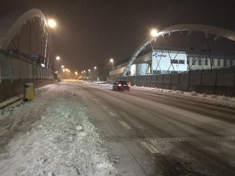 SNØ: Slik ser det ut i Nordbyveien i Ski torsdag morgen.
