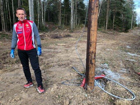 - BLIR BRA: Simen Storrud i DFI´s skigruppe forteller at alt av ledninger til nytt lys i skiløpypa blir lagt i bakken. Det settes også opp nye lysstolper. FOTO: Ole Jonny Johansen