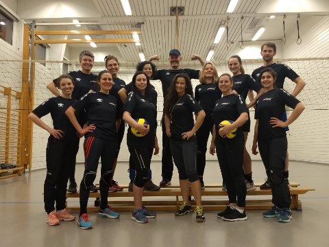 NYTT LAG: Her ser du det nye volleyballlaget på Nesodden.