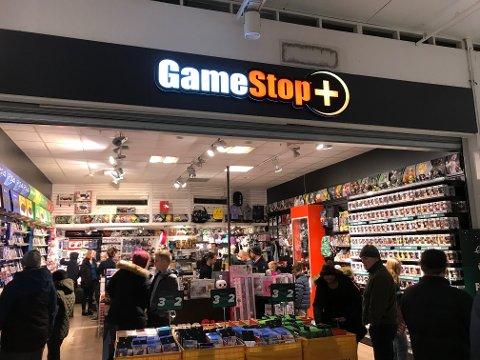 KUNDER: Kundene svikter ikke Gamestop før jul.