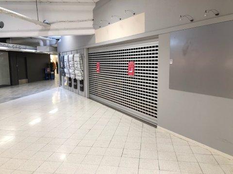 GITTER: Dette gitteret blir kundene ved Amfi Drøbak City møtt av når de tar rulletrappa opp i 2. etasje. FOTO: Ole Jonny Johansen