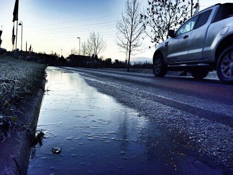 Når det våte slapset fryser på til natten, blir nok også torsdag morgen en glatt start på dagen.