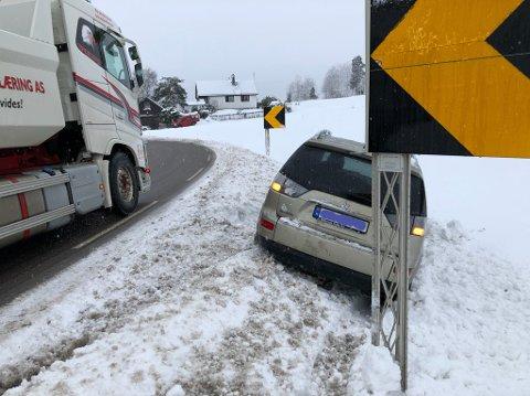 Et av mange trafikkuhell og utforkjøringer i Amtaland i vinter.