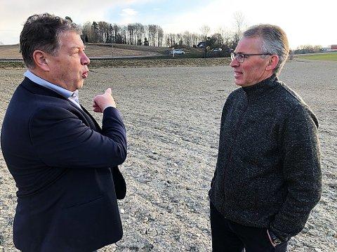 NOMINERT:- Se til Vestby, de bygger ned matjord. Vi gjør det ikke, sier Frogn-ordfører Haktor Slåke til leder i Frogn bondelag, Per Fredrik Saxebøl. FOTO: Ole Jonny Johansen