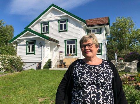 VEMODIG:- Jeg er den første til å innrømme at det blir vemodig å selge denne eiendommen, sier Mari Bergersen. FOTO: Ole Jonny Johansen