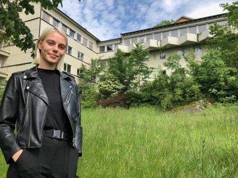 PLANER: Malin Grette Myrvollen serverer spenstige planer for det nedlagte Skiphelle fjordhotell. FOTO: Ole Jonny Johansen