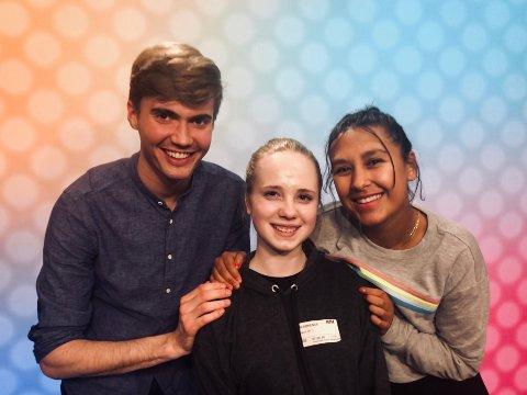 TV: Progamleder Johannes Slettedal, Emilie Tryti og programleder Selma Ibrahim. Foto: NRK