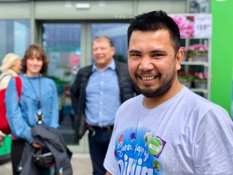 En av Norges yngste kjøpmenn: Ahmad Reza (25) grep sjansen han fikk på Kiwi Ullerud. Denne måneden ble han butikksjef for Kiwi Trøgstad.