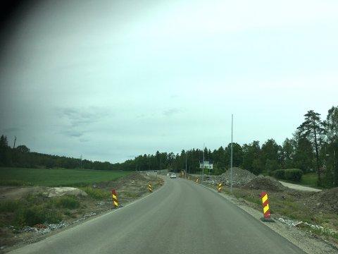 Vei: Det har vært arbeid på strekningen mellom Torvet og Fjordvangen siden høsten 2017. Nå går arbeidet mot en ende. Foto: Henriette Slaatsveen