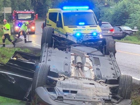 TRAFIKKULYKKE: To biler har kollidert på fylkesvei 156.