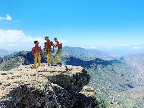 Richard Falk Larsen, William Furu og Nicklas Engseth kunne ikke bli annet enn Golden Boys etter at de dukket opp i gullbukser på Gran Canaria.