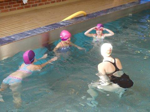 Ikke nok: De yngste barna i Frogn har et begrenset svømmetilbud i skolen, og gjennom ti år har noen elever kun 16 svømmetimer.