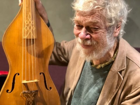 – Jeg kopierte den eldste viola da gambaen jeg kunne komme over, en fra 1400-tallet. Instrumentet ble brukt til langt ut på 1800-tallet, sier Sverre Jensen.