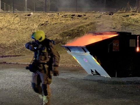 Første nyttårsdag brant det igjen i en søppelcontainer ved Drøbak skole.