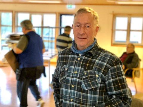 Sammen med de fast ansatte tilbringer leder for Remontér, Stig Berntsen, denne uka med å pakke ut esker fra Ikea og skru sammen møbler.