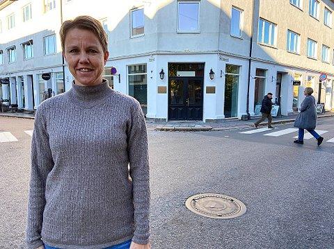 FØR JUL: - Før jul regner vi med å være på plass på Bankhjørnet bak meg her, sier Catrine Hamborg. FOTO: Ole Jonny Johansen