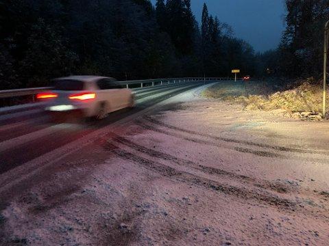 Her i Havsjødalen i Nordre Frogn ligger snøen tirsdag morgen. Foto: Henriette Slaatsveen