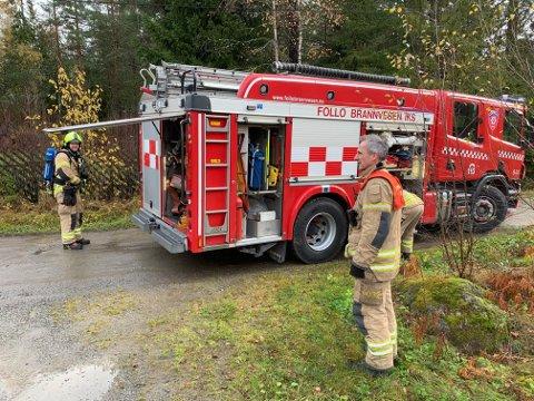 RYKKET UT TIL RØYKUTVIKLING: Brannvesenet var på stedet klokken 11:10 fredag formiddag i forbindelse med røykutvikling i en enebolig på Flaggstangåsen i Nordre Frogn.