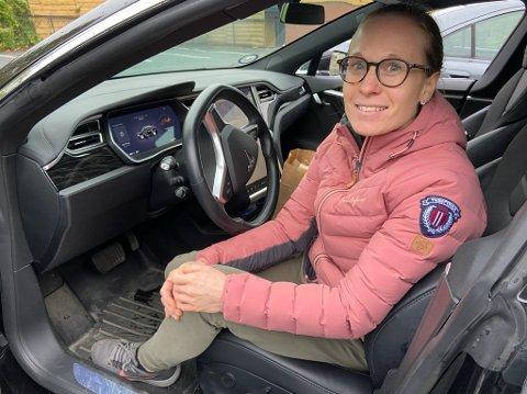 SPAR OSS: - Ikke smart å innføre en slik avgift, sier Maria Danielsen fra Drøbak, som selv kjører Tesla. FOTO: Ole Jonny Johansen