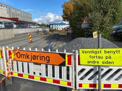 KØ: Arbeidene som gjøres i Dyrløkkeveien mellom Portalen og Amfi Drøbak City vil vare til langt ut i november. FOTO: Ole Jonny Johansen