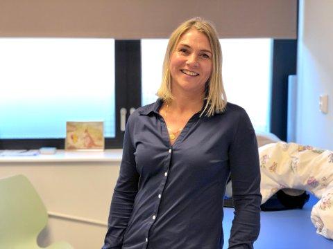 Avdelingsleder Anne Emberland leter etter en ny person som skal ha det faglige ansvaret for både helsestasjonen og skolehelsetjenesten.