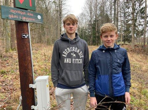 RULLESKIANLEGG: - Det hadde vært så bra for skimiljøet i Drøbak om vi fikk et rulleskianlegg, sier 14-åringene Bendik Kvinge (t.v.) og Kristian Hildrum Andreassen. FOTO: Ole Jonny Johansen