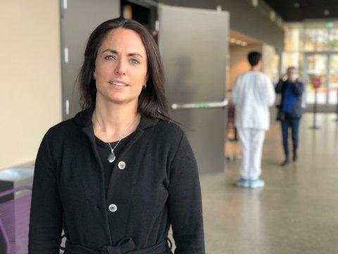 Kommuneoverlege i Frogn, Merete Nordaas Hvistendahl, sier nesten alt annet enn oppgaver som handler om smittevern er lagt bort under pandemien.