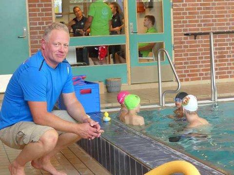 - BRA: - Vi har nok å bruke disse 20.000 kronene  på, sier Kristian Tangen i  DFI svømming. FOTO: Arkiv
