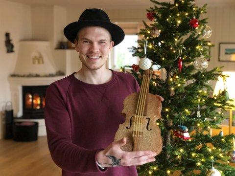Hobbybaker: Jazzpianist Thomas Edvardsen spiller på flere strenger mens han venter på at musikk-livet skal vende tilbake til normalen.
